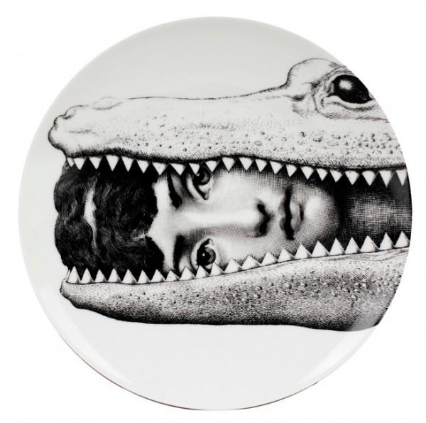 Fornasetti-Wandteller-233-Krokodil-Piero-Fornasetti