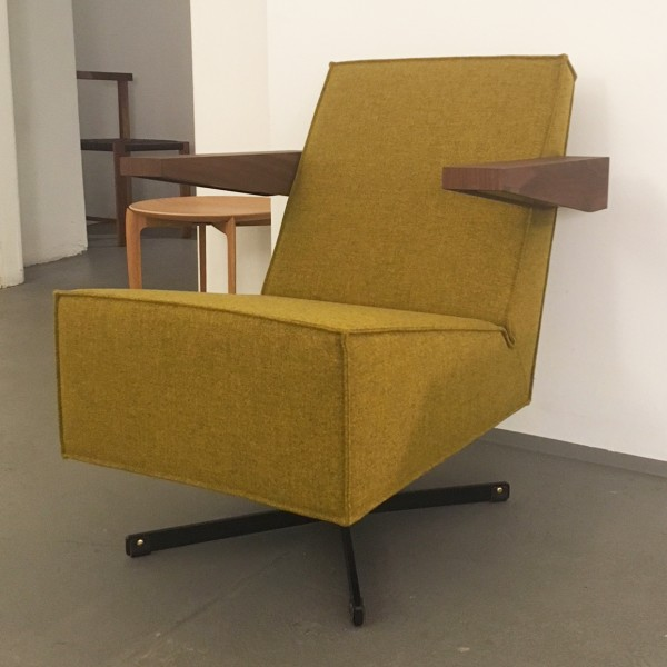 Press-Room-Chair-Gerrit-Rietveld-Spectrum