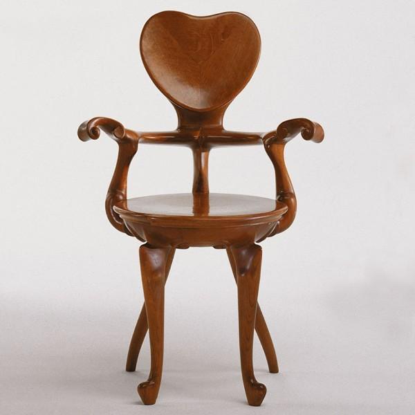 Antoni-Gaudi-Calvet-Chair