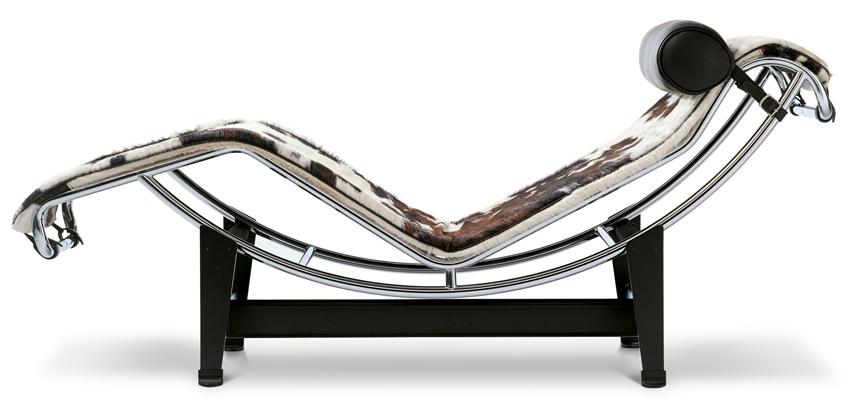 lc4 liege chaiselongue mit kuhfellauflage von le corbusier. Black Bedroom Furniture Sets. Home Design Ideas