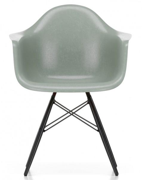 Eames-Fiberglass-arm-Chair-DAW-Vitra