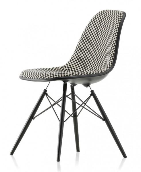 Vitra-eames-Eames-Plastic-Chair-DSW-Checker-Alexander-Girard