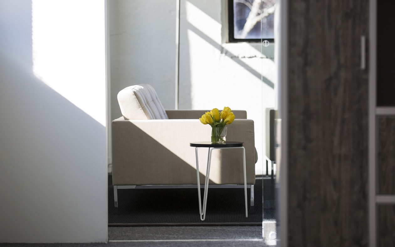 Florence-Knoll-Harpin-Table-Livestyle