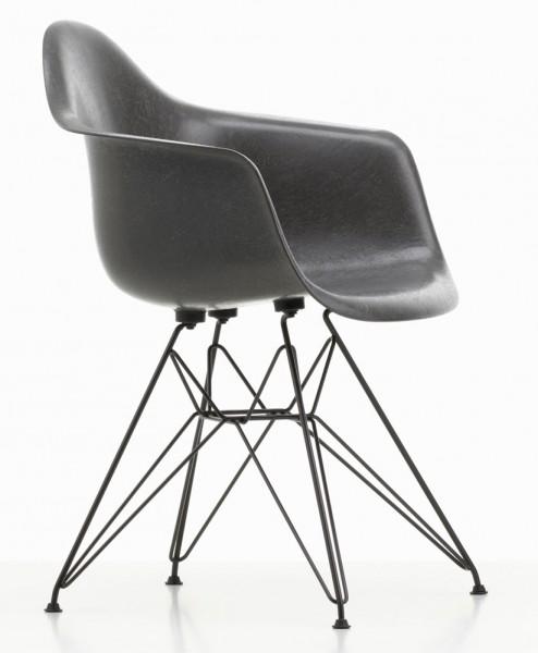 Eames-Fiberglass-Arm-Chair-DAR-Vitra
