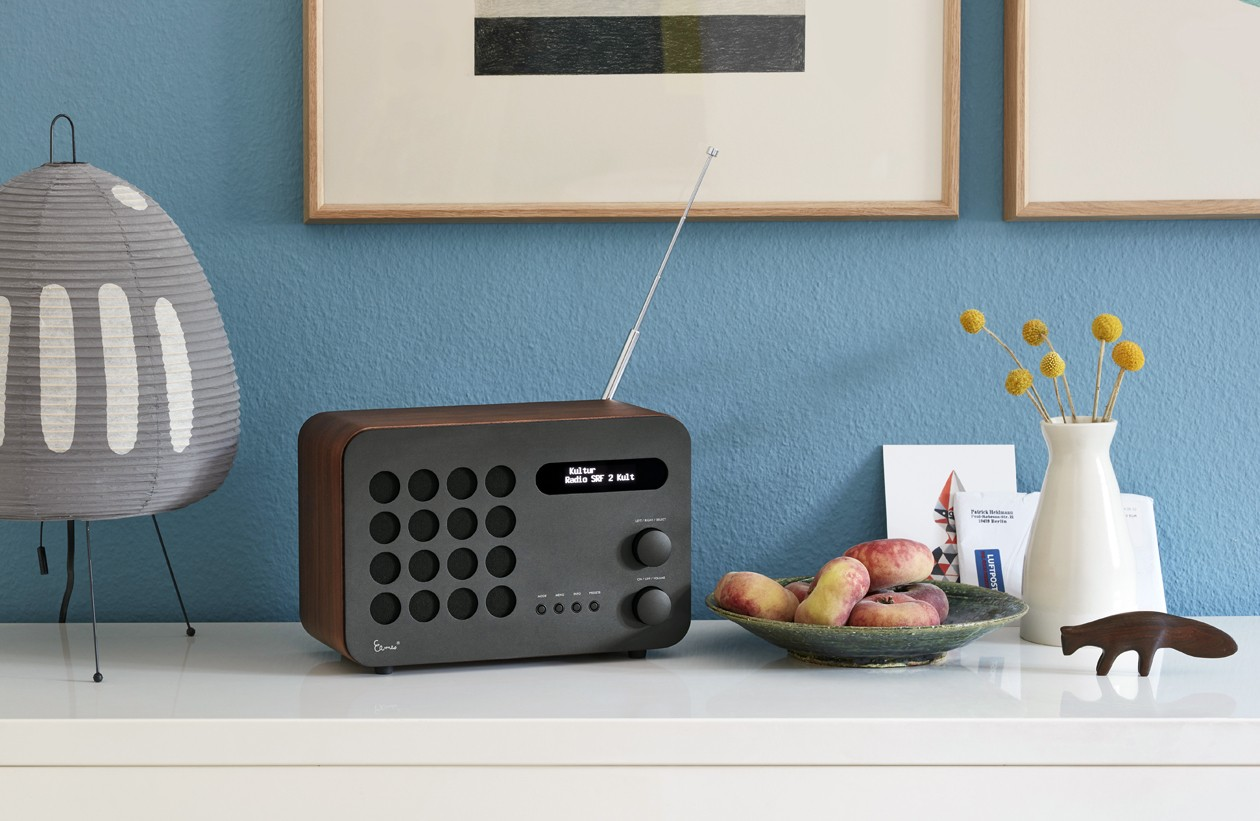 vitra-Eames-Radio-Accessories-shooting