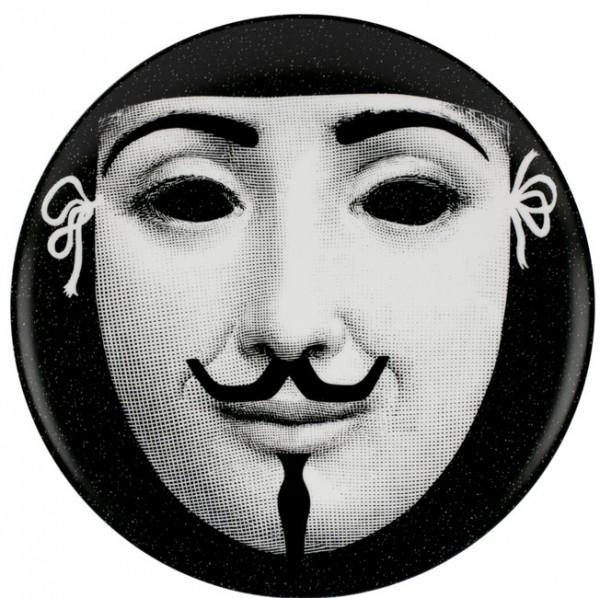 Fornasetti-Wandteller-367-Karneval-Piero-Fornasetti