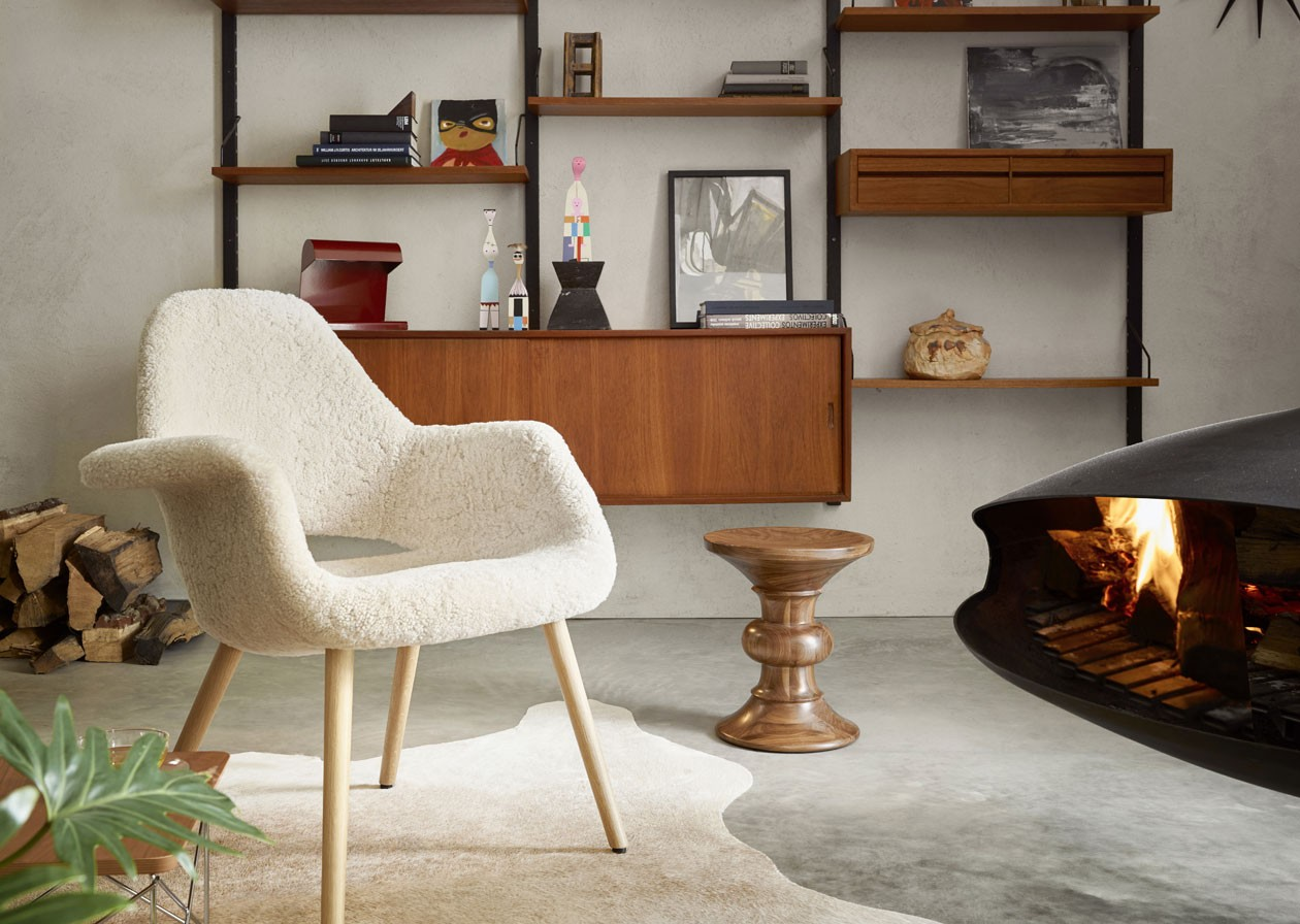 Vitra-home-storys-winter-19ames-Stools-Sunburst-Wall-Clock-Eames-House-Bird_master