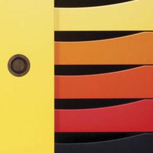 Türen Weiß / Gelb, Schubladen bunter Farbverlauf