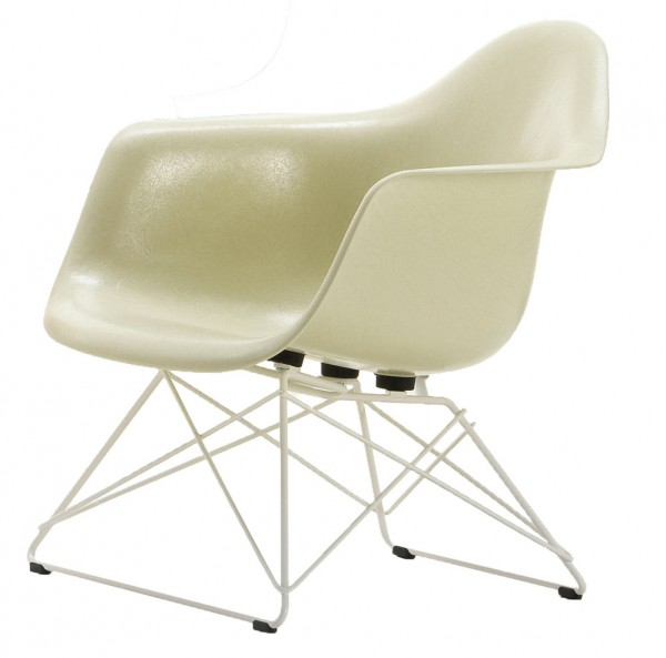 Eames-Fiberglass-arm-Chair-LAR-Vitra