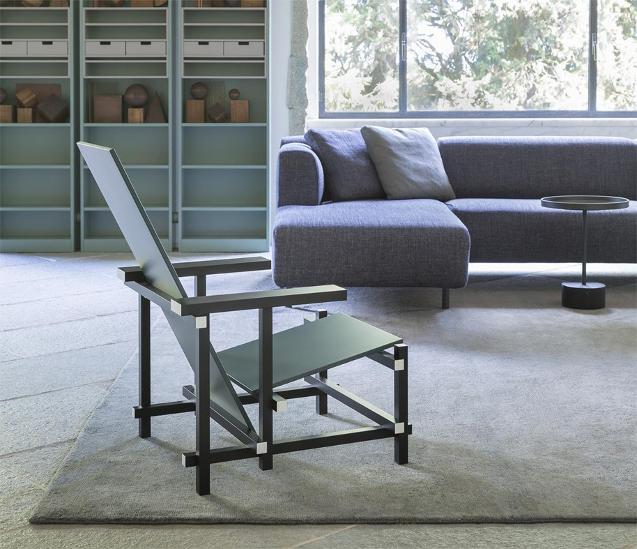 Red-and-Blue-Chair-cassina-grey