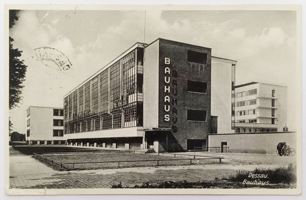 Bauhaus-dessau-Postkarte
