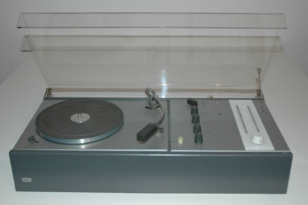 Braun-Dieter-Rams-Stereoanlage-TC20
