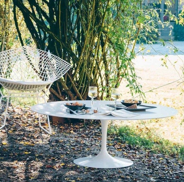 Knoll-Saarinen-Outdoor-Coffee-Table